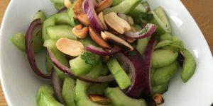 Thailaendischer Gurkensalat