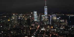 Lower Manhattan bei Nacht - Blick vom Empire State Building